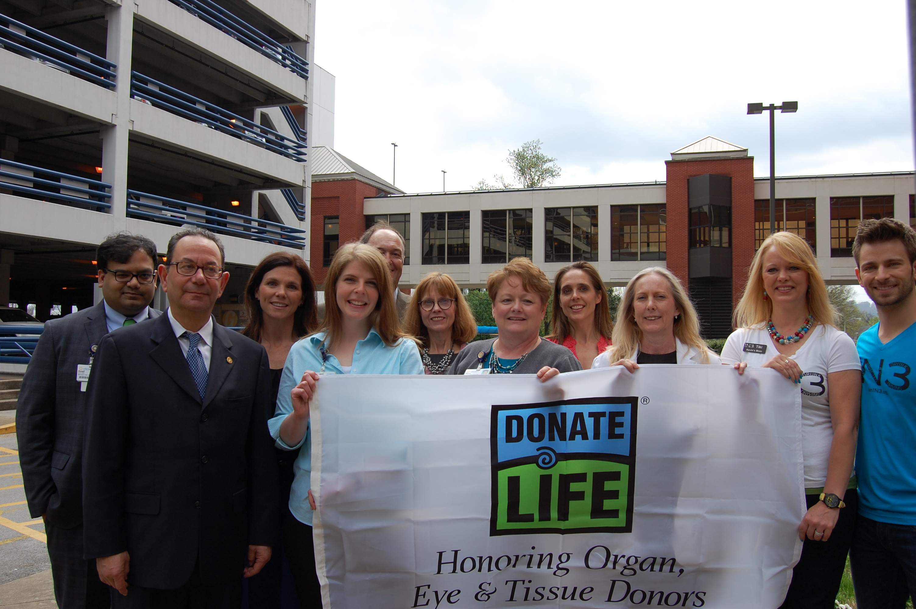 """Erlanger raises """"Donate Life Flag""""; honors donors and families during National Donate Life Month"""