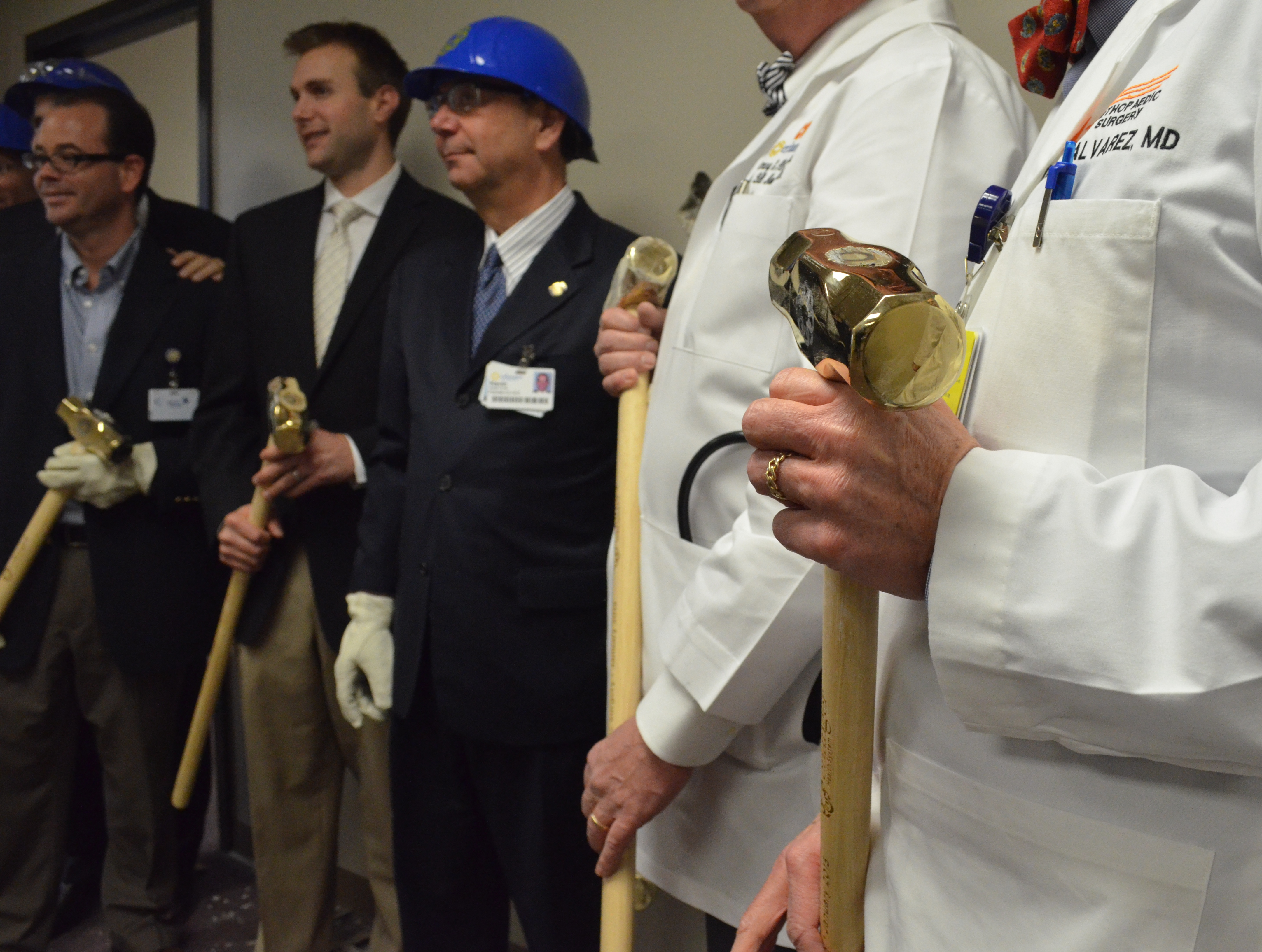 Erlanger doctors, executives 'tear down the wall' for new orthopedic center