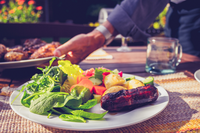 7 tips for enjoying a summer barbecue without breaking your diet