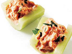Healthy Recipe: Smoked Salmon in Cucumber Boats