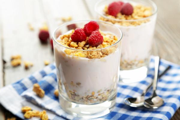 Healthy Recipe: Oatmeal Yogurt Cups